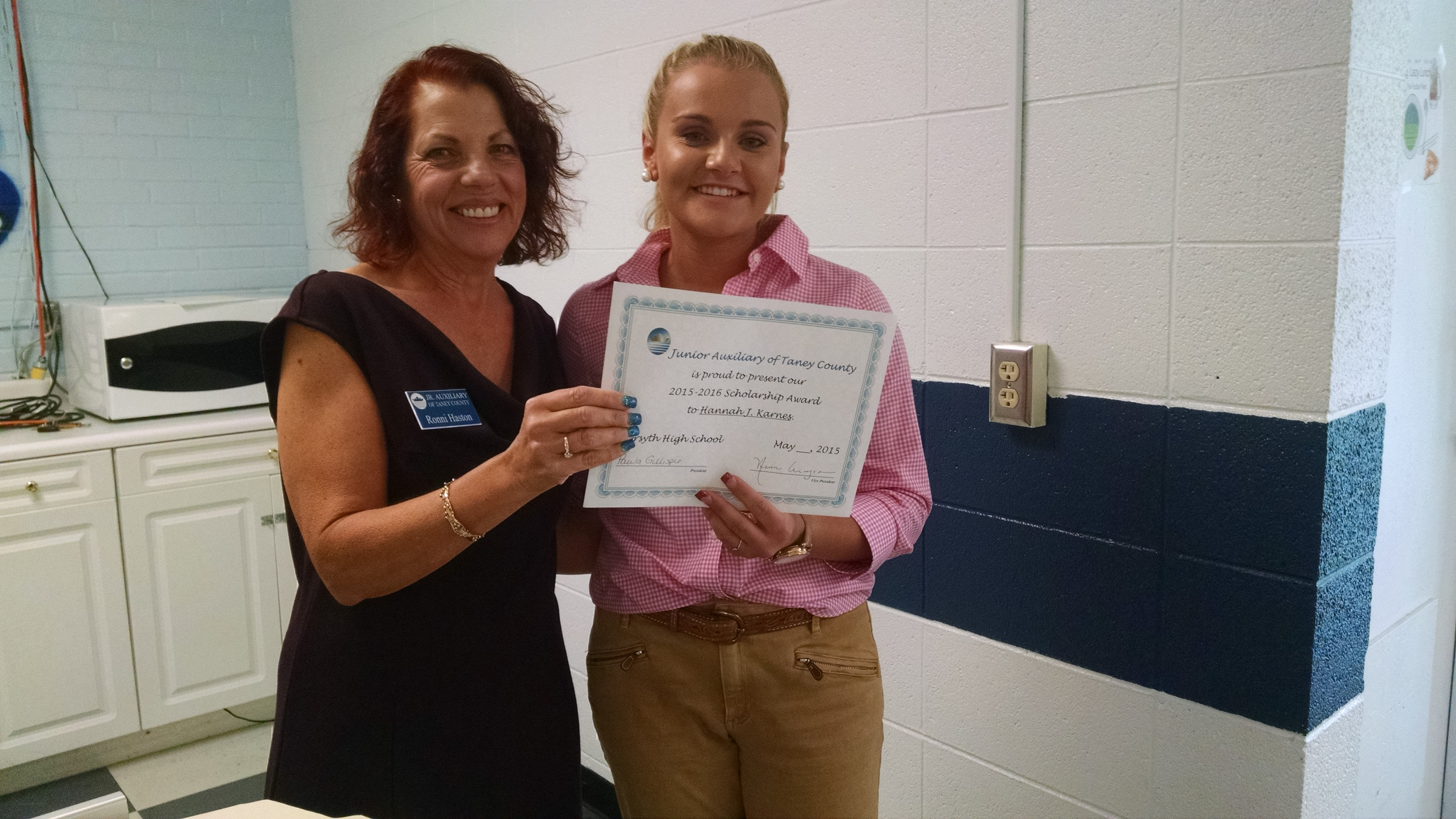 Member Ronni Haston presents Hannah Karnes of Forsyth with a $500 scholarship.