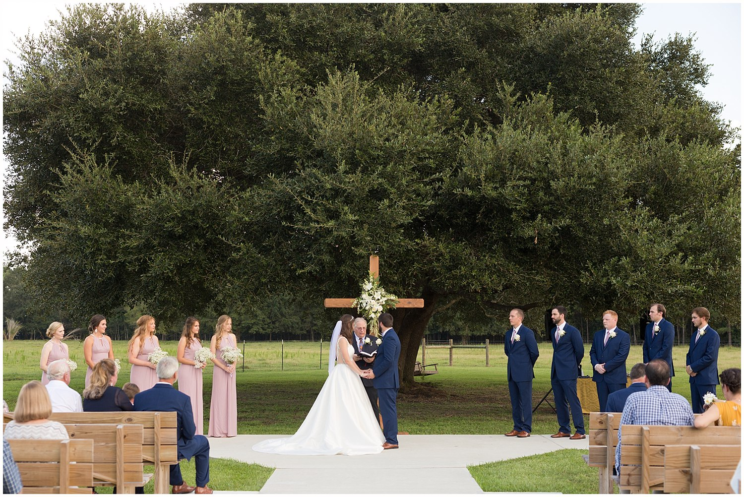 southern Mississippi wedding photographer - outdoor ceremony