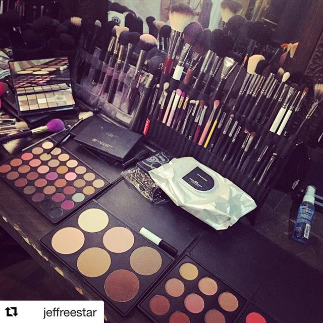 #Repost @jeffreestar ・・・ my makeup station today... 🌟✨ @morphebrushes eye palettes are keeping me right! and @priscillaono's #brushfolio is the BEST for keeping all my brushes organized!! 💗 cc: @anastasiabeverlyhills @soniakashuk @maccosmetics