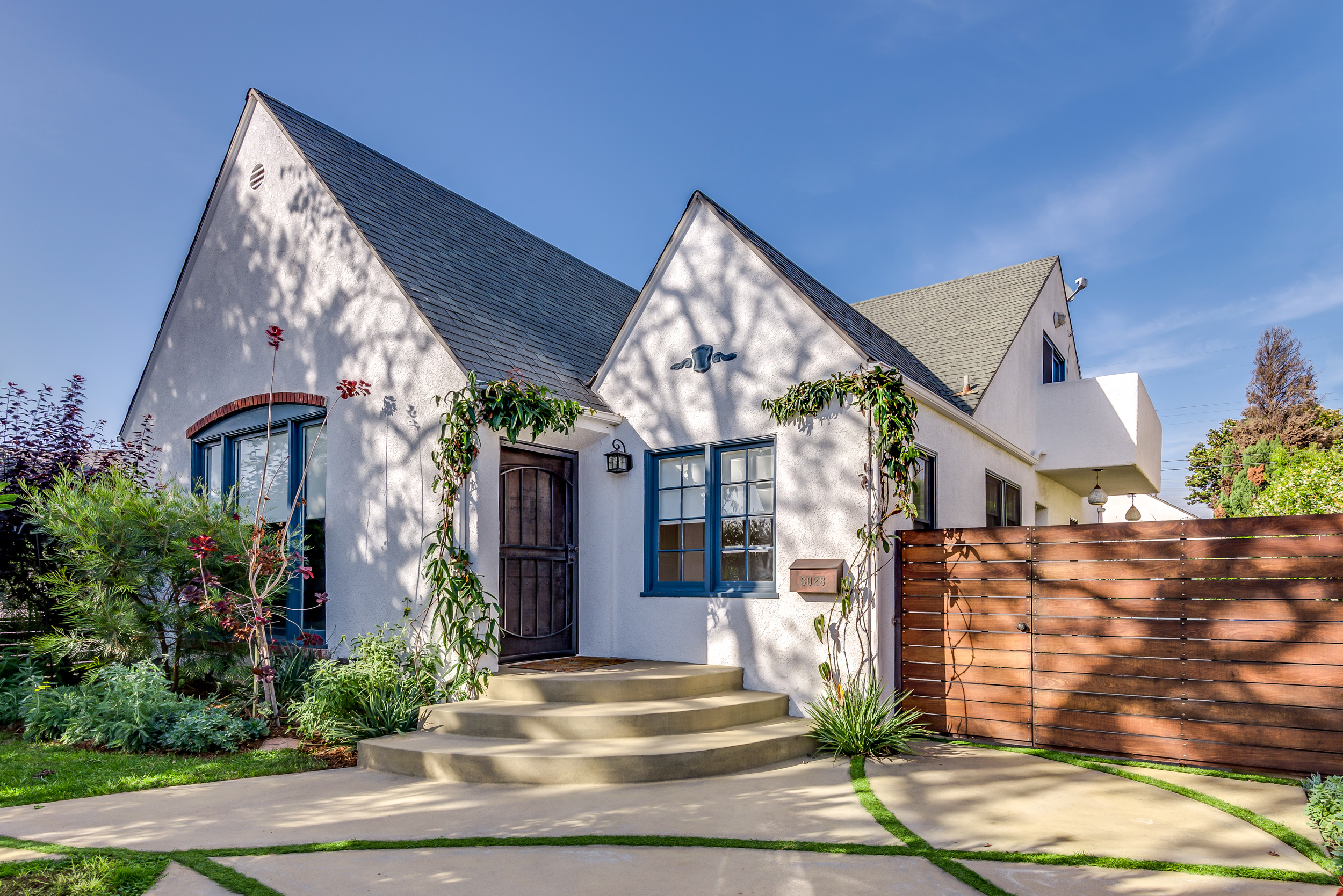 3028 Stanford - ext front 03.jpg