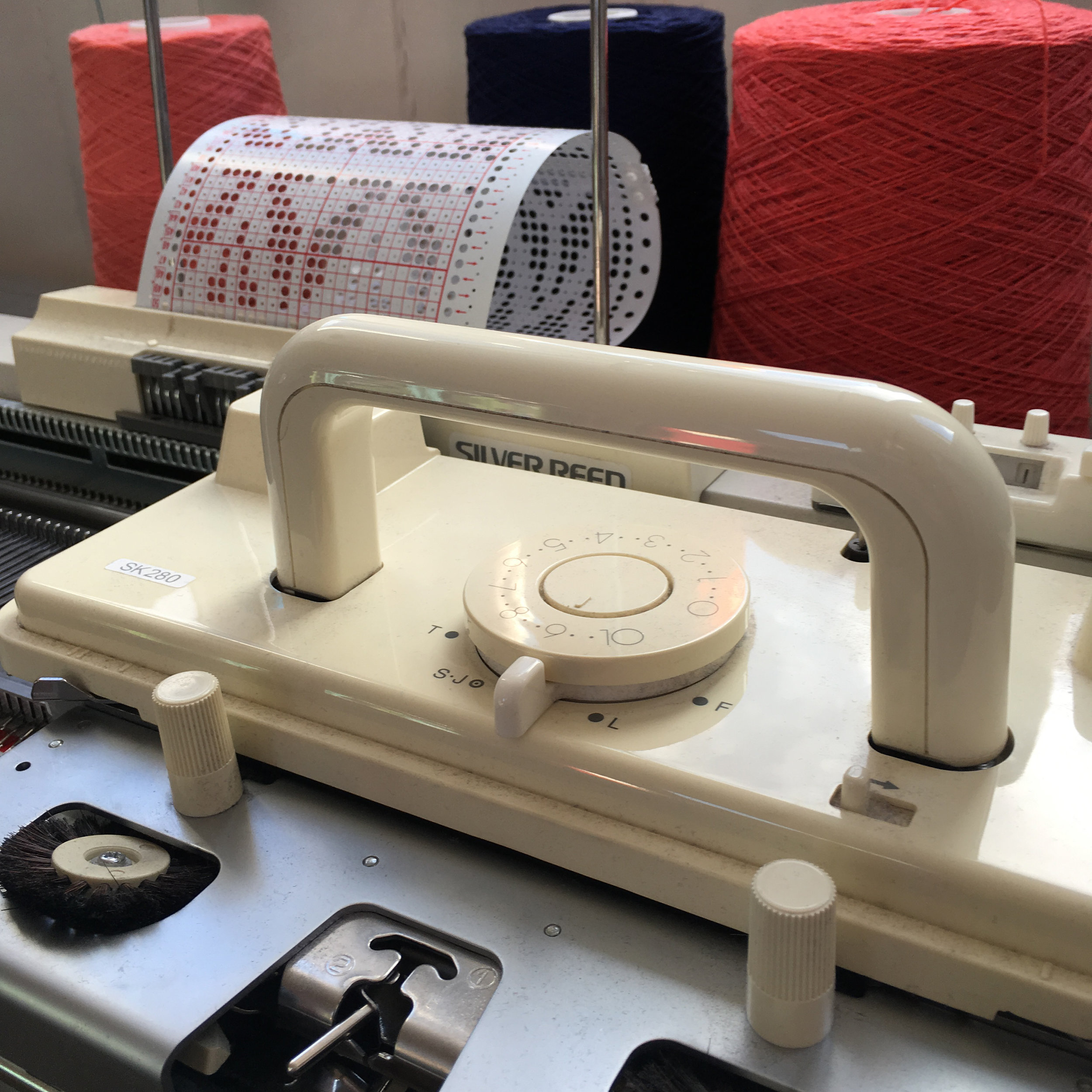 The knitting machine, ready to go!