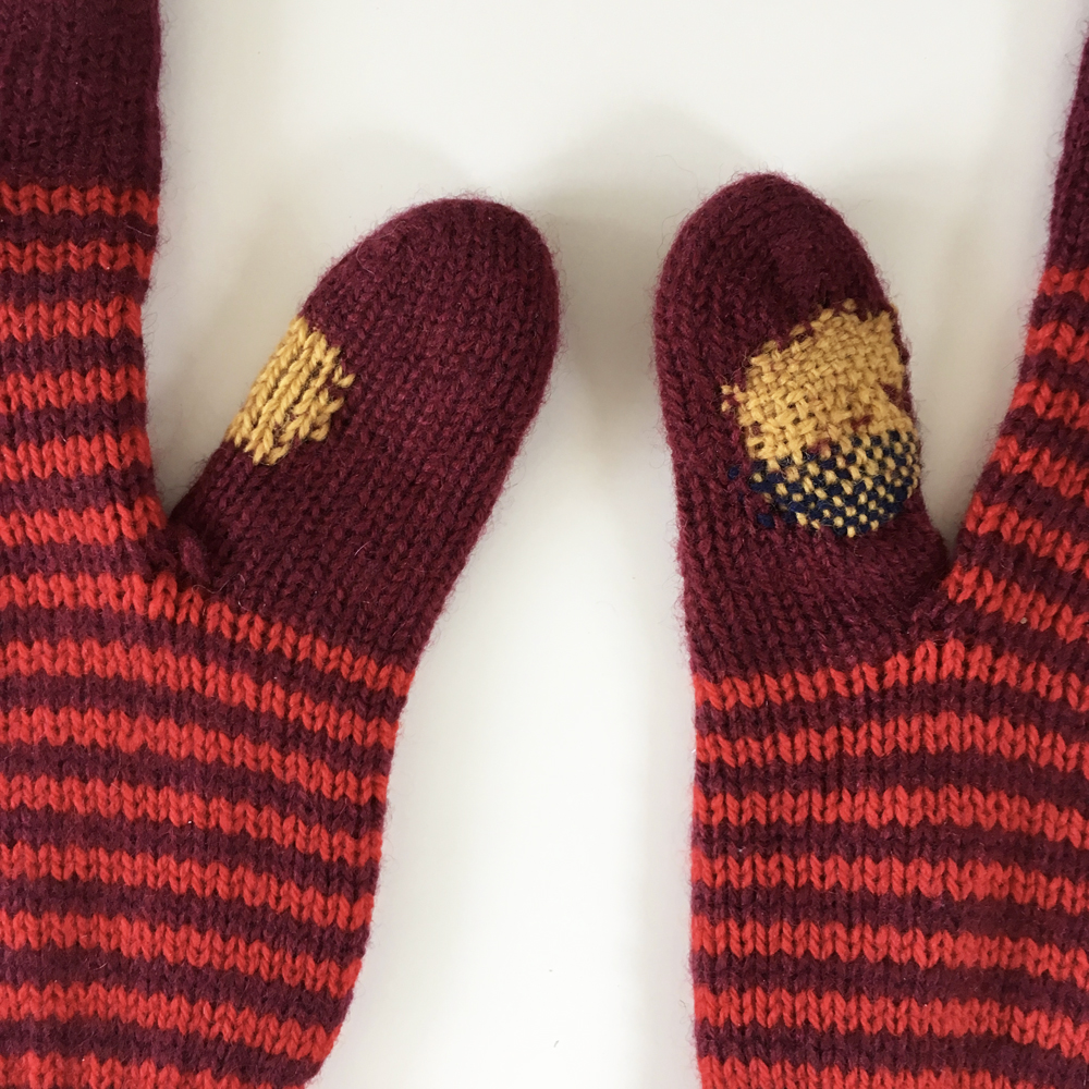 Detail of mended gloves. The swiss darned thumb is the left one, and i used two colours for darning the thumb on the right.