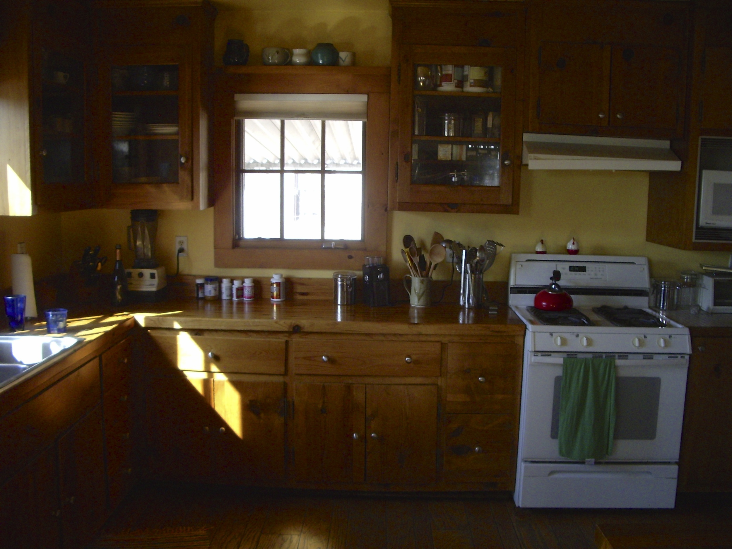 Before: This was a fairly nice kitchen, but was showing some wear. Mainly, it was poorly laid out and didn't utilize the space well. The old cabinets found a new home to go to.