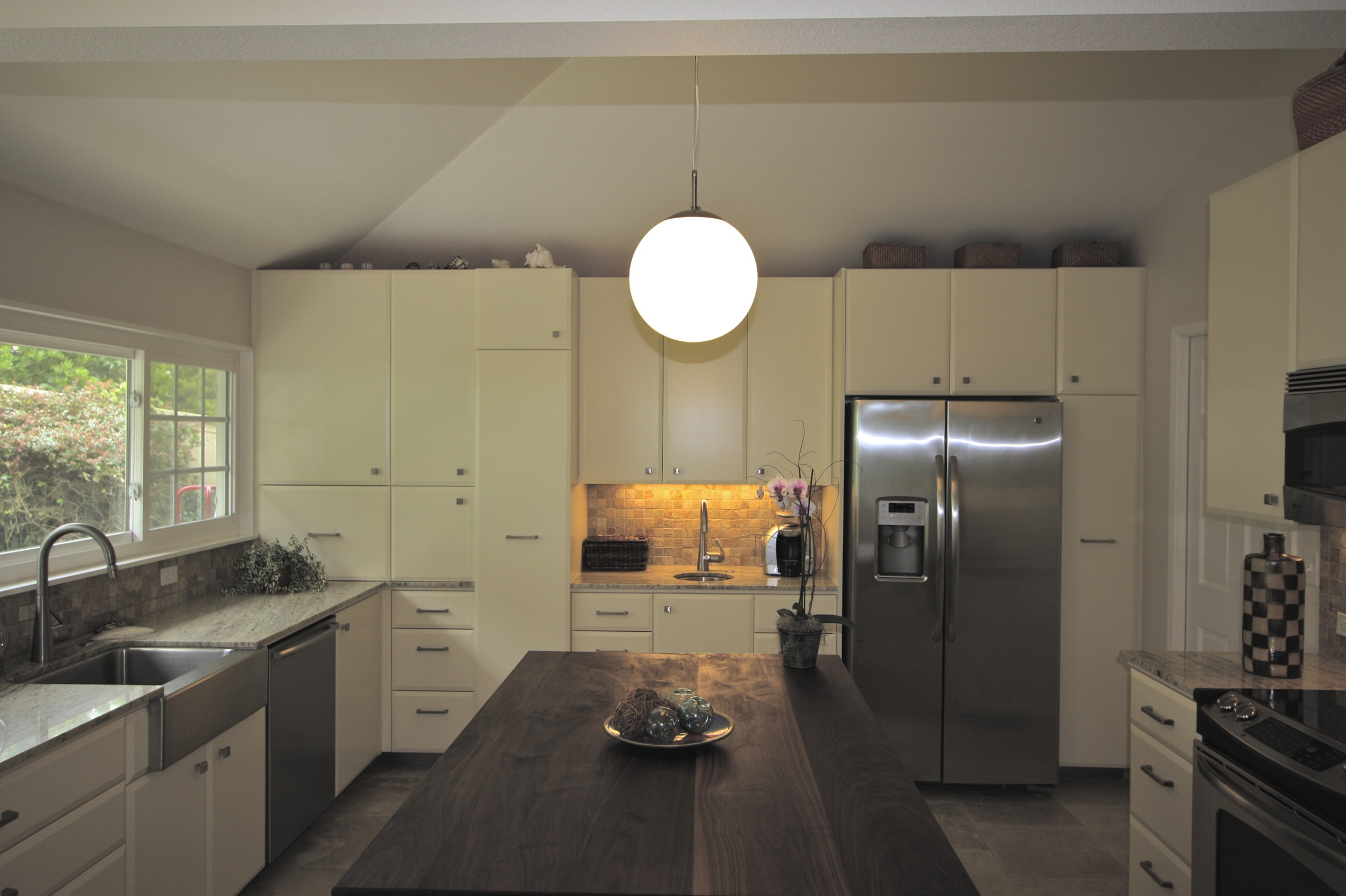 After: We created a vaulted ceilingby incorporating an unaccessibleattic over the kitchen.