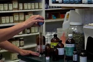 Mixing liquid herbal medicine