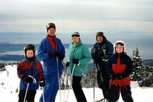 Wellness-family Skiing.jpg