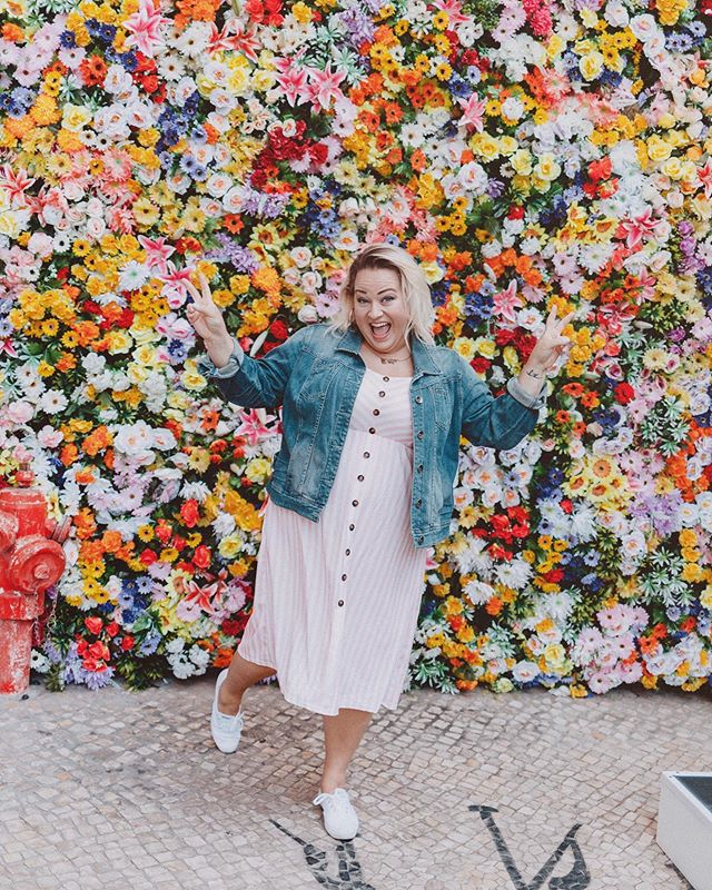 It's Fri-YAAAAYYYY!!! 🥳 ✨ ⠀⠀⠀⠀⠀⠀⠀⠀⠀ Is it just me or did this week feel like a loooong one?!? 😳 ⠀⠀⠀⠀⠀⠀⠀⠀⠀ Grateful for a brand new day today and the opportunity to start fresh again. Make it a good one! 🌈🌺☀️💜 (📸 vía @yulia.s.soloveva )