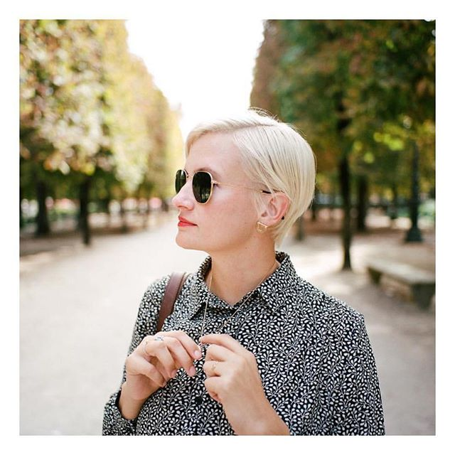 When you see hair you've done in the wild 🥰And by wild, I mean Paris. Which is the best kind of wild..! Thank you to @andrewsherman for taking a beautiful photo of your beautiful lady (and letting me repost it without asking 😁) ——————————— #pixiecut #pixiehaircut #platinumblonde #platinumhair #shorthair #besthair #sochic #ohlala #hairinspiration #paris #haircut #haircolor #hair #hairstylist #oribeobsessed #goldwellus #ididthat #oui