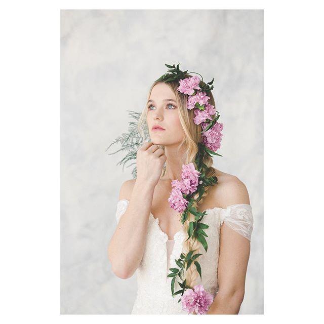 The theme for me this Spring has been 🌸  bridal🌸 —  Cover of @focusonthecoastweddings + stunning real life brides! Now ✈️ to Italy for a stunna stunna @razzorina 👰🏻 ————————————— photo cred: @theomilophoto  mu: @maarikolkbeauty  florals: @designsbyamberlanier  model: @kaylatharrington  set: @paintjoy_ilm ———————————— #weddingmagazine #covershoot #springhassprung #springbride #weddings #weddinghair #weddingmakeup #bridalhair #hair #hairstylist #hairflorals #flowerhair #focusonthecoast #photoshoot #hairextensions #model #braid #bridalbraid #thathattho #oribe #oribeobsessed #modernsalon