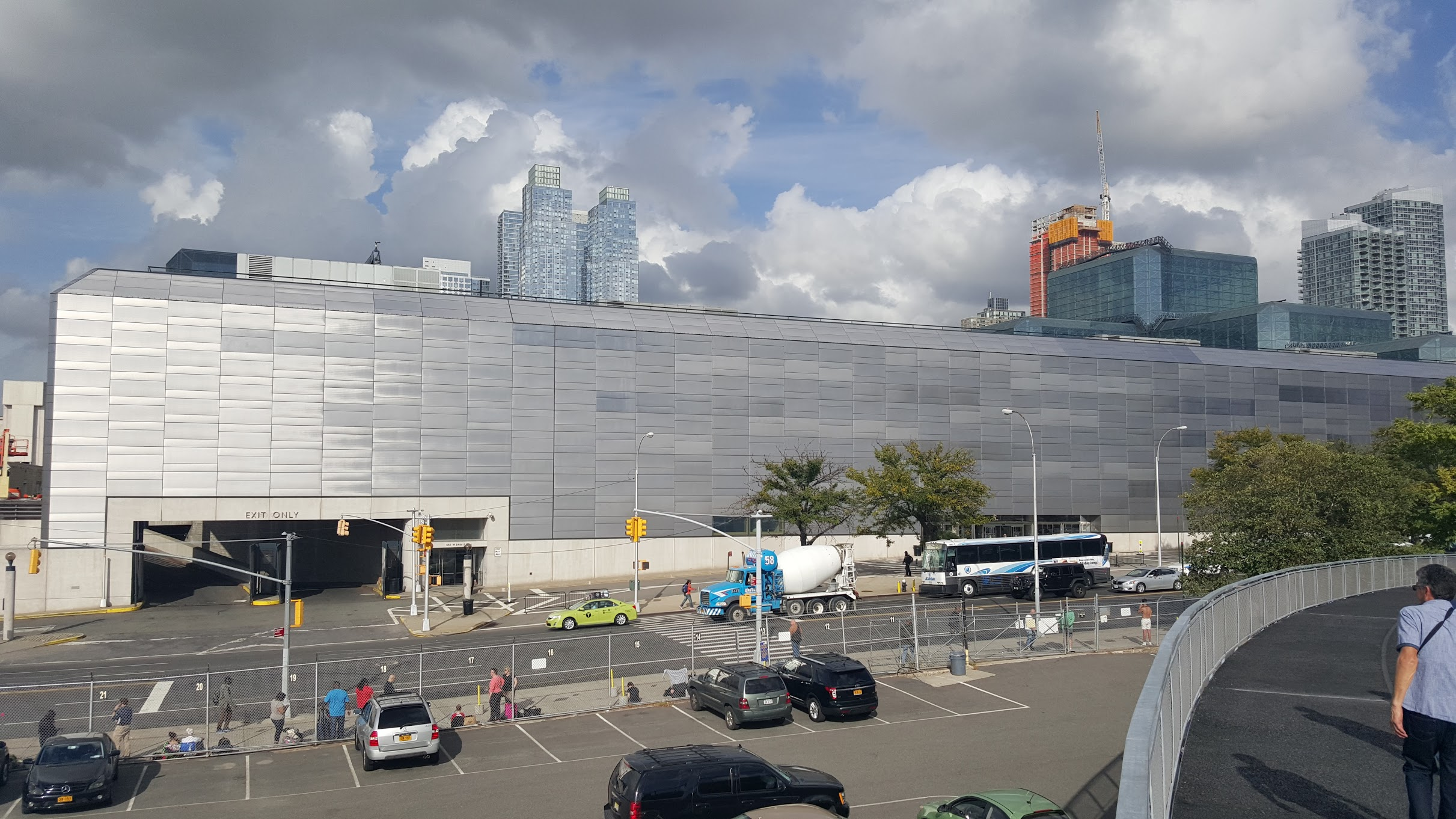 Javits Center in Manhattan. They could have done some faux-granularity here.Instead we have a blank wall that takes up the entire length of a block. The result is a dead street, despite being within a short walk from Times Square - one of,if not,  the most crowded places in the United States.