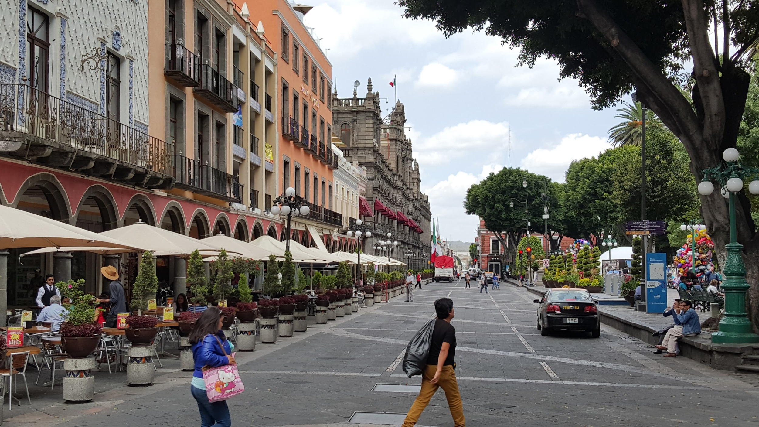 Jaywalking in Puebla. Nobody cares. Maybe there is some secret here I am missing