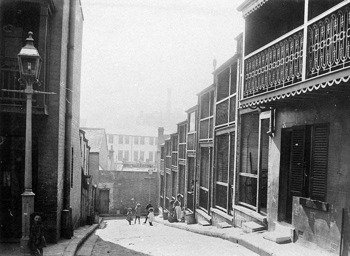 Narrow streets and small houses in Sydney in the early 1900s
