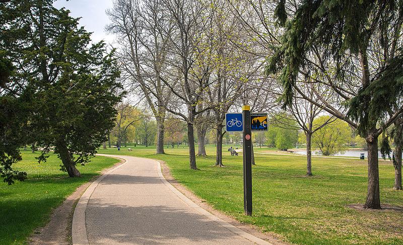Lake Calhoun path. (Photo by  Tony Webster )
