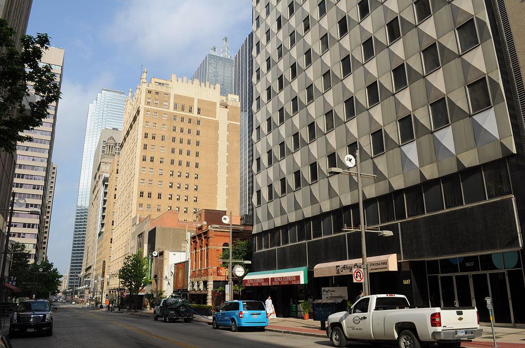 Main Street, Dallas, TX. Cars: 4. People: 1.(Image from  Wikimedia )