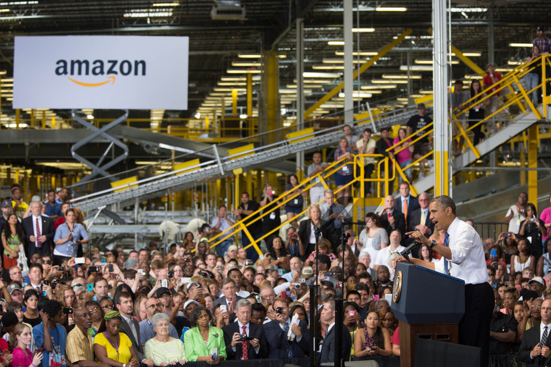 President Barack Obama delivers remarks on the economy at the Amazon Chattanooga Fulfillment Center in Chattnooga, Tenn., July 30, 2013. ( Official White House Photo by Amanda Lucidon )