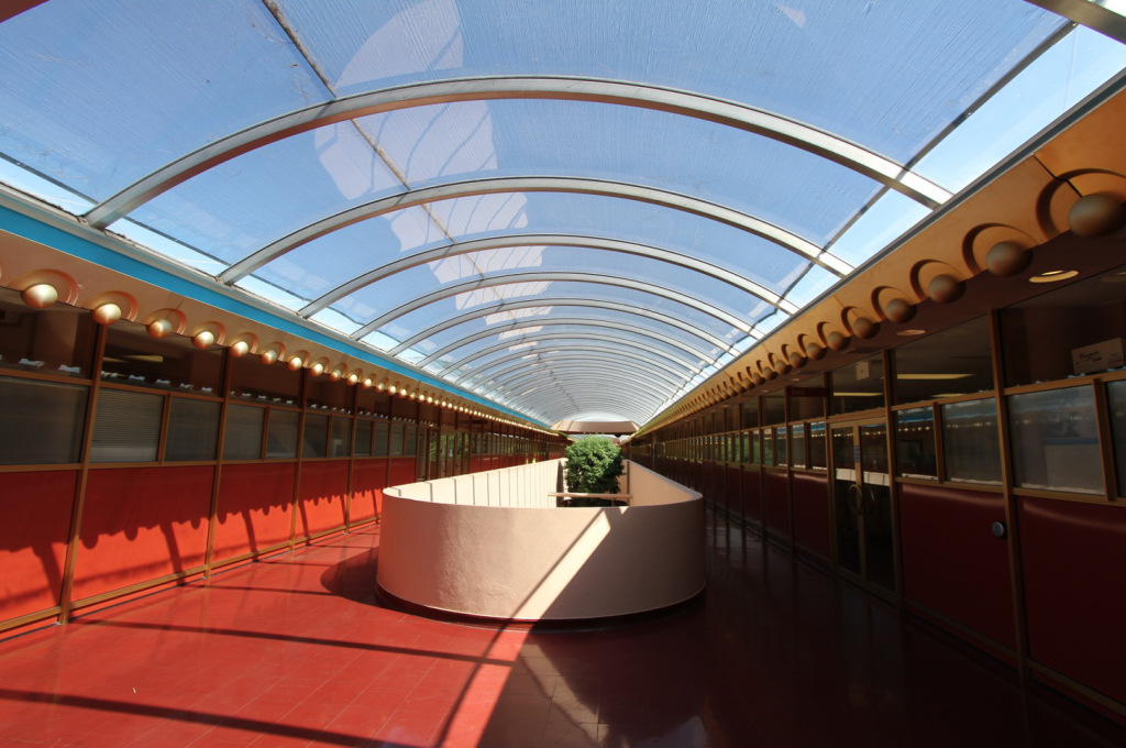 13upper hallway.jpg