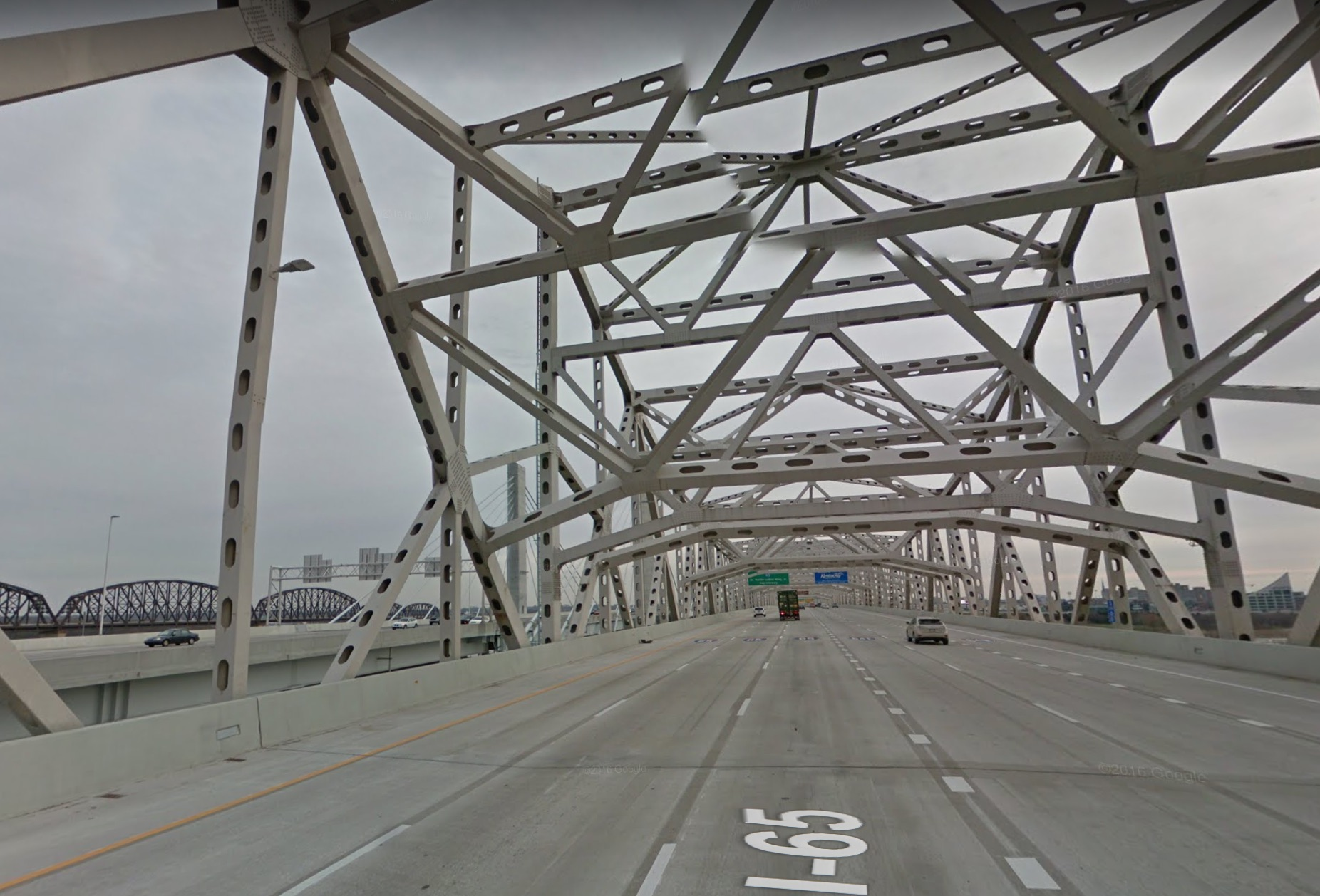 Looking down the Kennedy Memorial Bridge. Its twin, the Lincoln Bridge, is seen on the left side of the image. Both look quite empty. (Source: Google Earth)