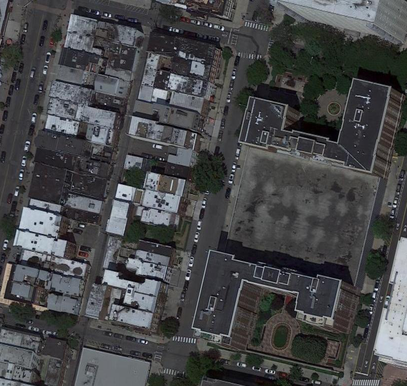 In this Google image of Hoboken, NJ, we see two very different types of block.On the left is a fine-grained block with 40+ lots. On the right is a coarse-grained block with only a handful of lots.