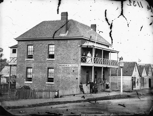 Rooming houses like these are mostly only found in old photographs today. (Source: State Library of Queensland )