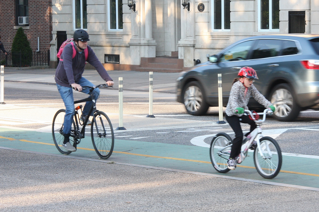 Protected bike lane in Austin, Texas, draws families. (Source: Places for Bikes)