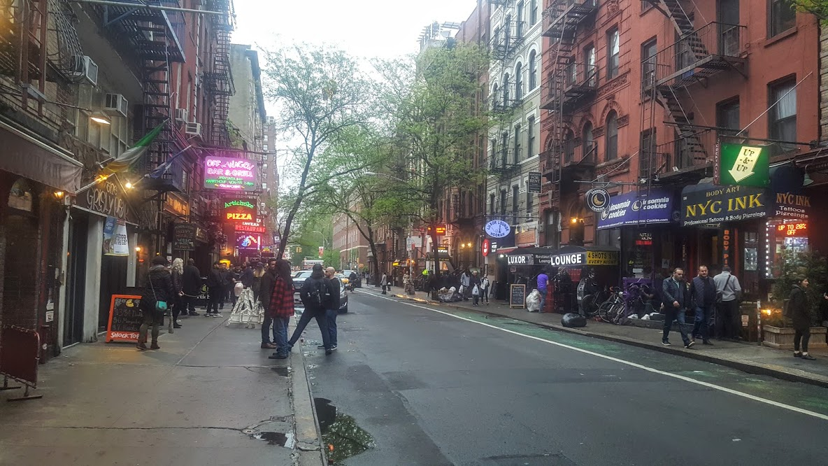 Macdougal St in Greenwich Village, New York. Chaotic and vibrant, with everything you need is close by. This is a Complete Neighbourhood.