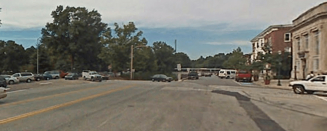 The intersection of Chester Rd and Rutgers Ave before the roundabout was build. (Source: Google Maps)