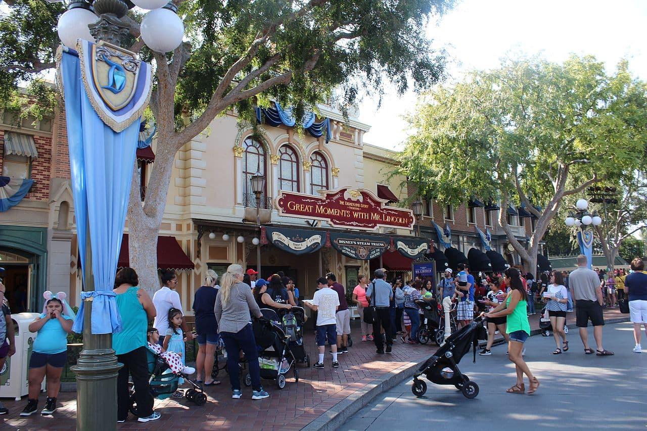 Disney's Main Street USA (Source: Theme Park Tourist)
