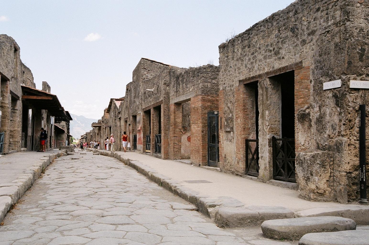 Pompeii shopping street (Source: Flickr via Creative Commons License)