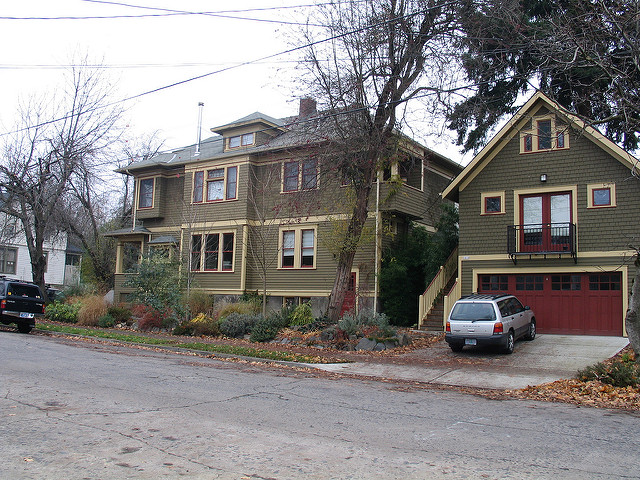 An accessory dwelling unit above a garage offers additional housing at a lower than average price, plus additional income for the home owners.(Source: radcliffe dacanay)