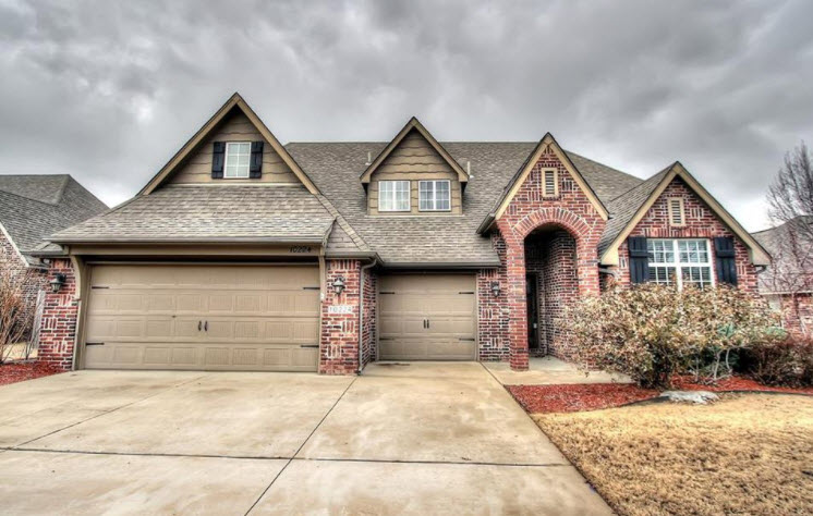 Garage doors turn a blind eye to the street. (Photo from Zillow.com)