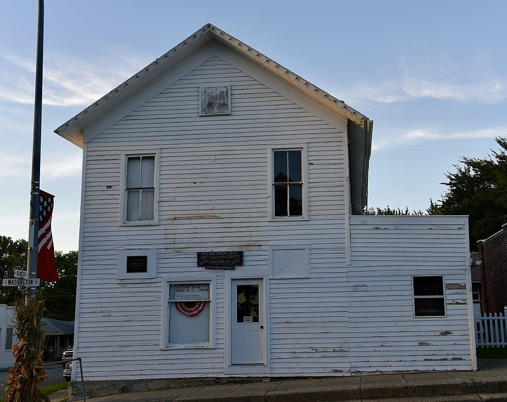 The former Audubon County courthouse in Exira.County population has fallen from 8,559 (1980) to 5,578 (2017). (Source: Jim Roberts)