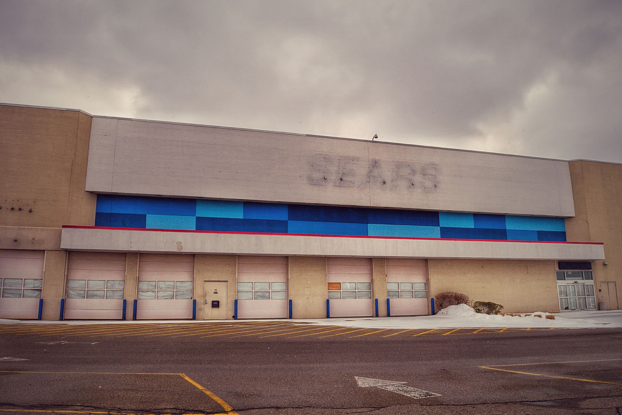 Sears is one major U.S. retailer that has shuttered many stores. (Source: Nicholas Eckhart via  Flickr )