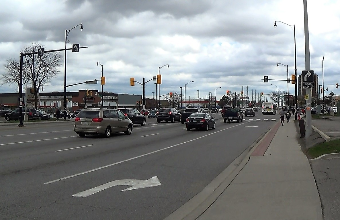 A Brampton stroad with dedicated right-turn lane from which buses alone are allowed to proceed straight. (Source: Wikimedia Commons)