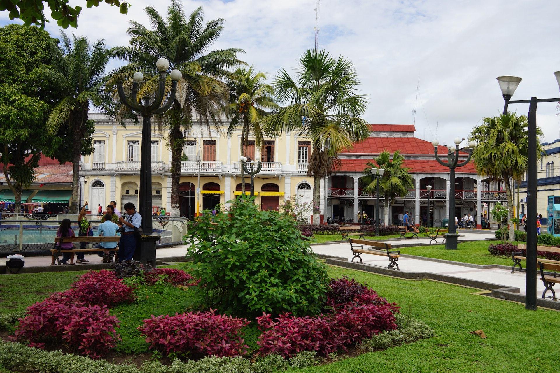 Iquitos-Plaza_de_Armas-1.jpg