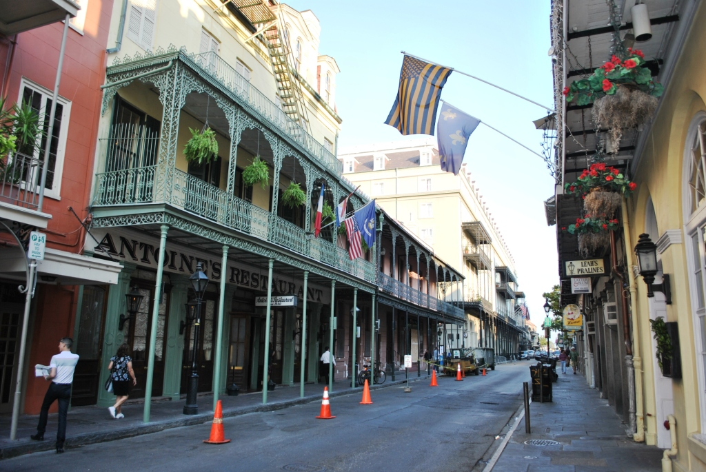 New Orleans French Quarter street. Image via Wikimedia Commons.