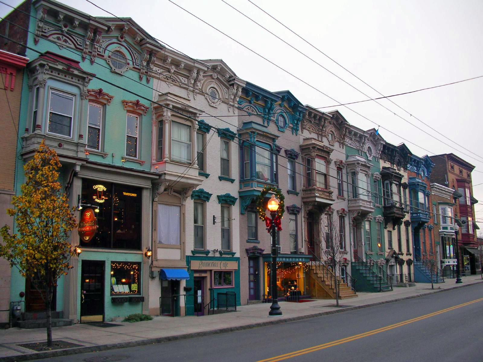 Rowhouses_on_Lark_Street,_Albany,_NY,_at_Christmastime.jpg