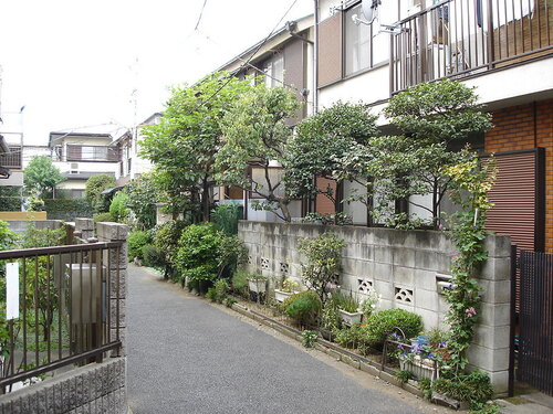 Modest homes on small lots are the norm in many wealthy countries, such as Japan. (Photo via Flickr )