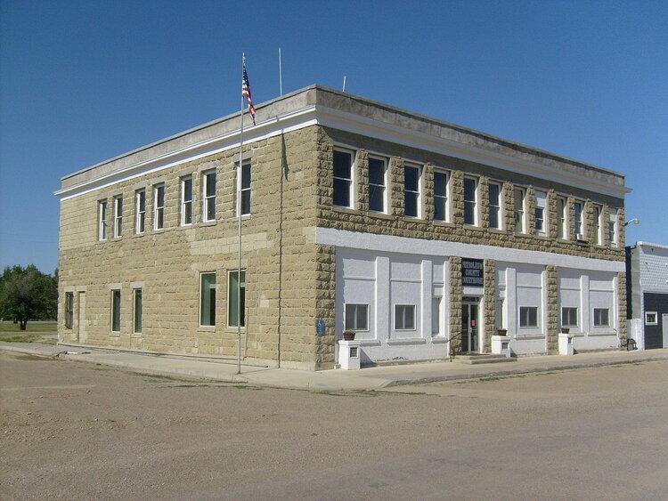The Petroleum County Courthouse. Image via Wikicommons .