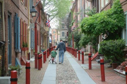 Elfreth's Alley today. (Image via visitphilly.com)