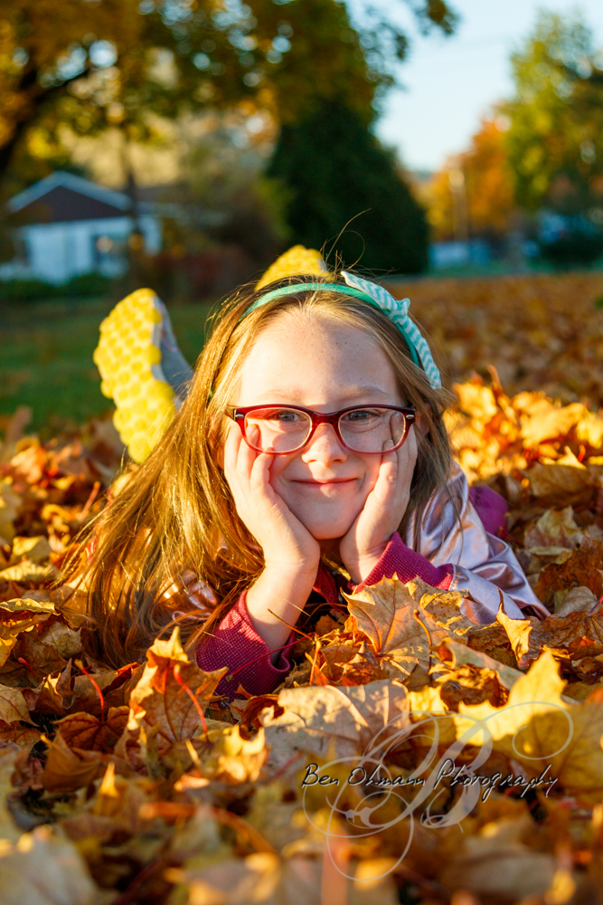 Zenna in the Leaves Mini-Session-20181016_001.jpg