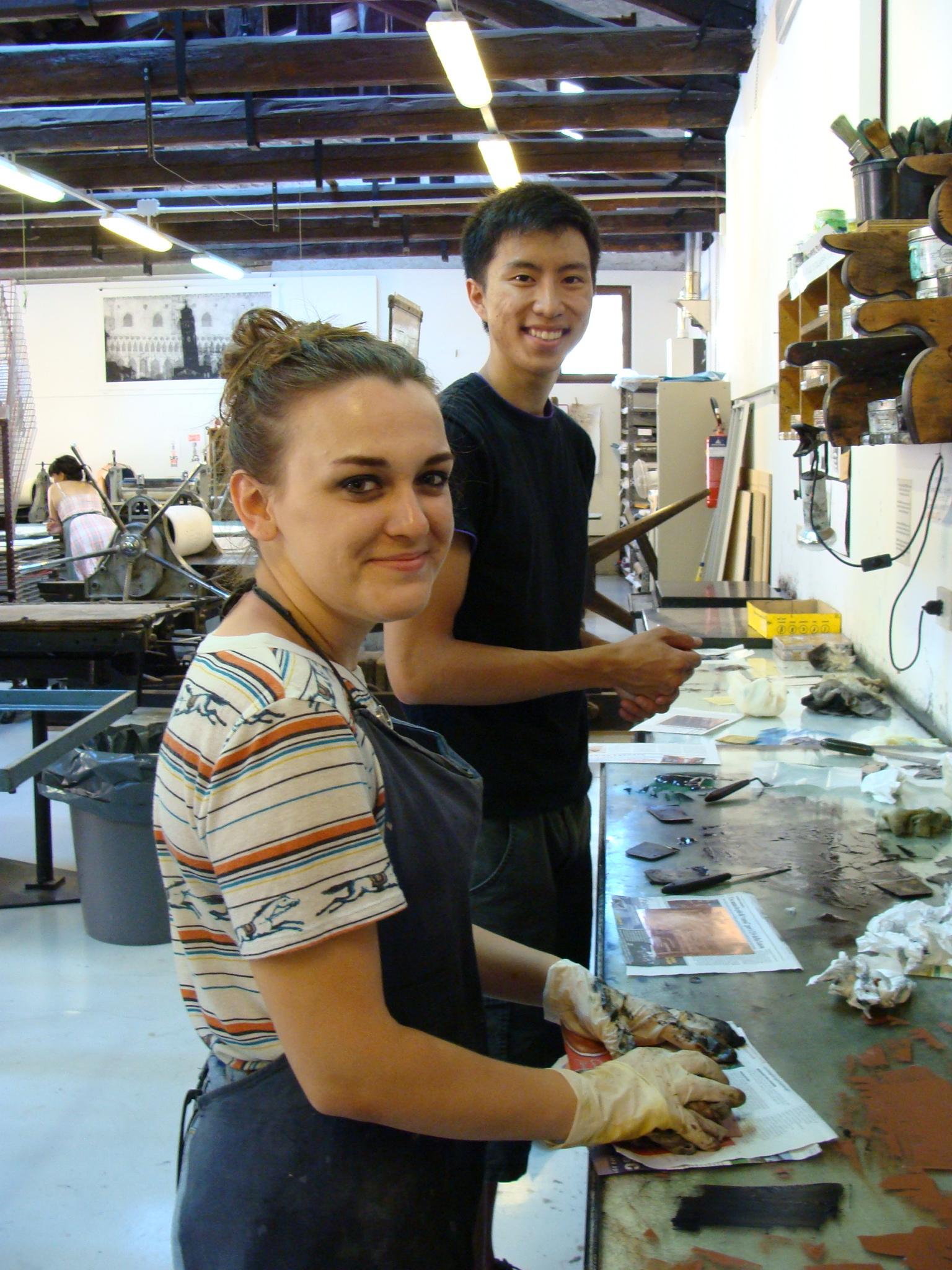 Students Michele Jenkins and Paul Lee at work in the Scuola di Grafica printmaking studio (photo: Kelly Davis).