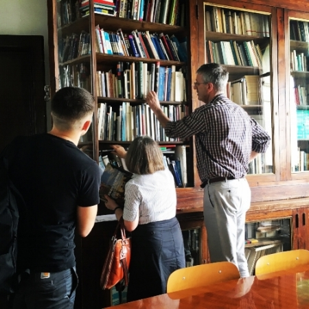 Professor Gisolfi adds her book to the Pratt in Venice library, June 2017