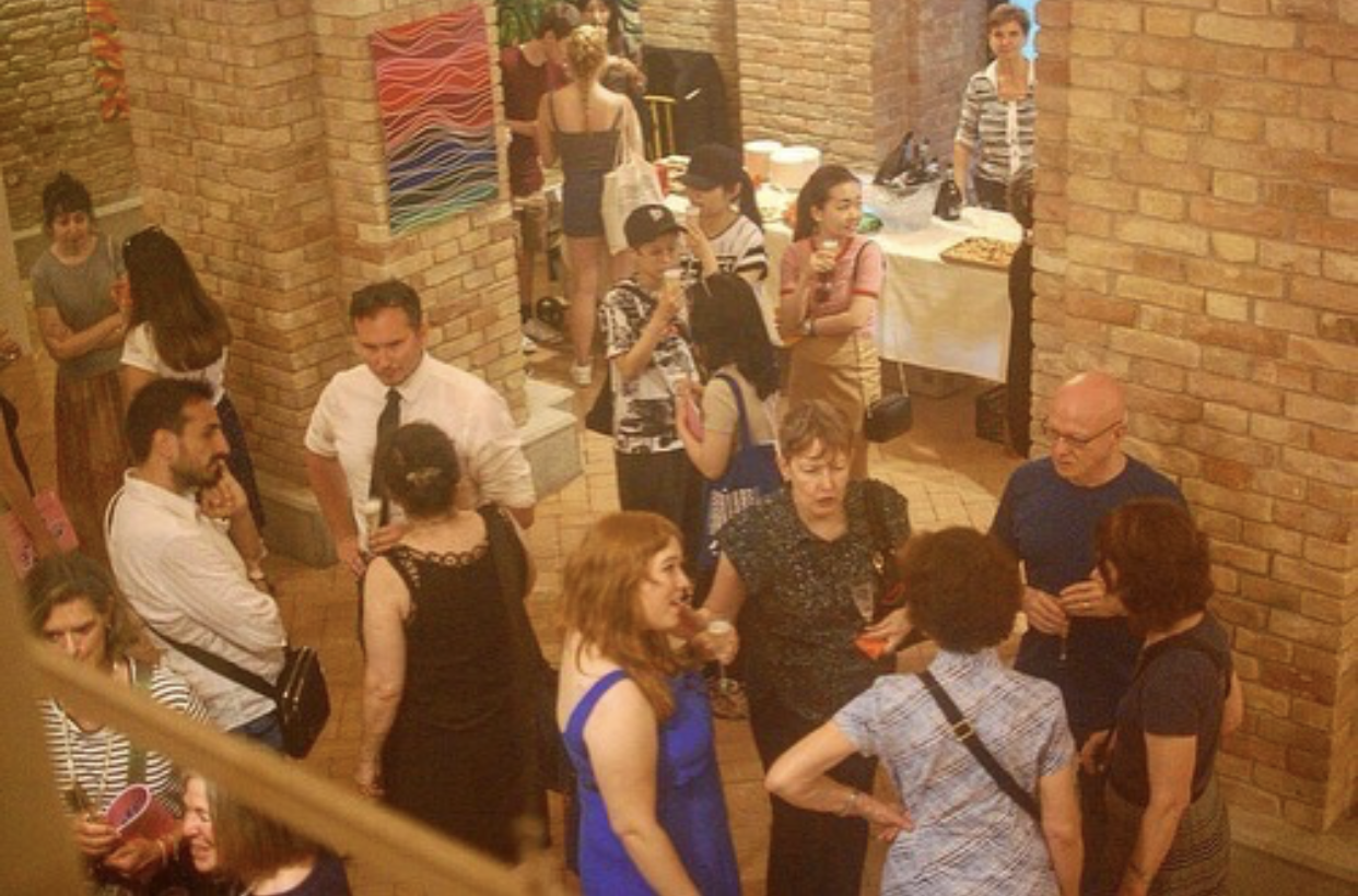 Students, alumni, faculty, and friends of Pratt in Venice mix and mingle at the exhibition reception!