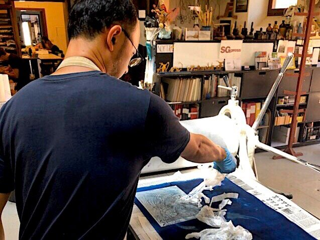 Kosuke working on his printmaking at Scuola Grafica