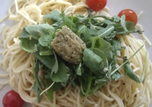 Spaghetti served with rocket and basil tofu