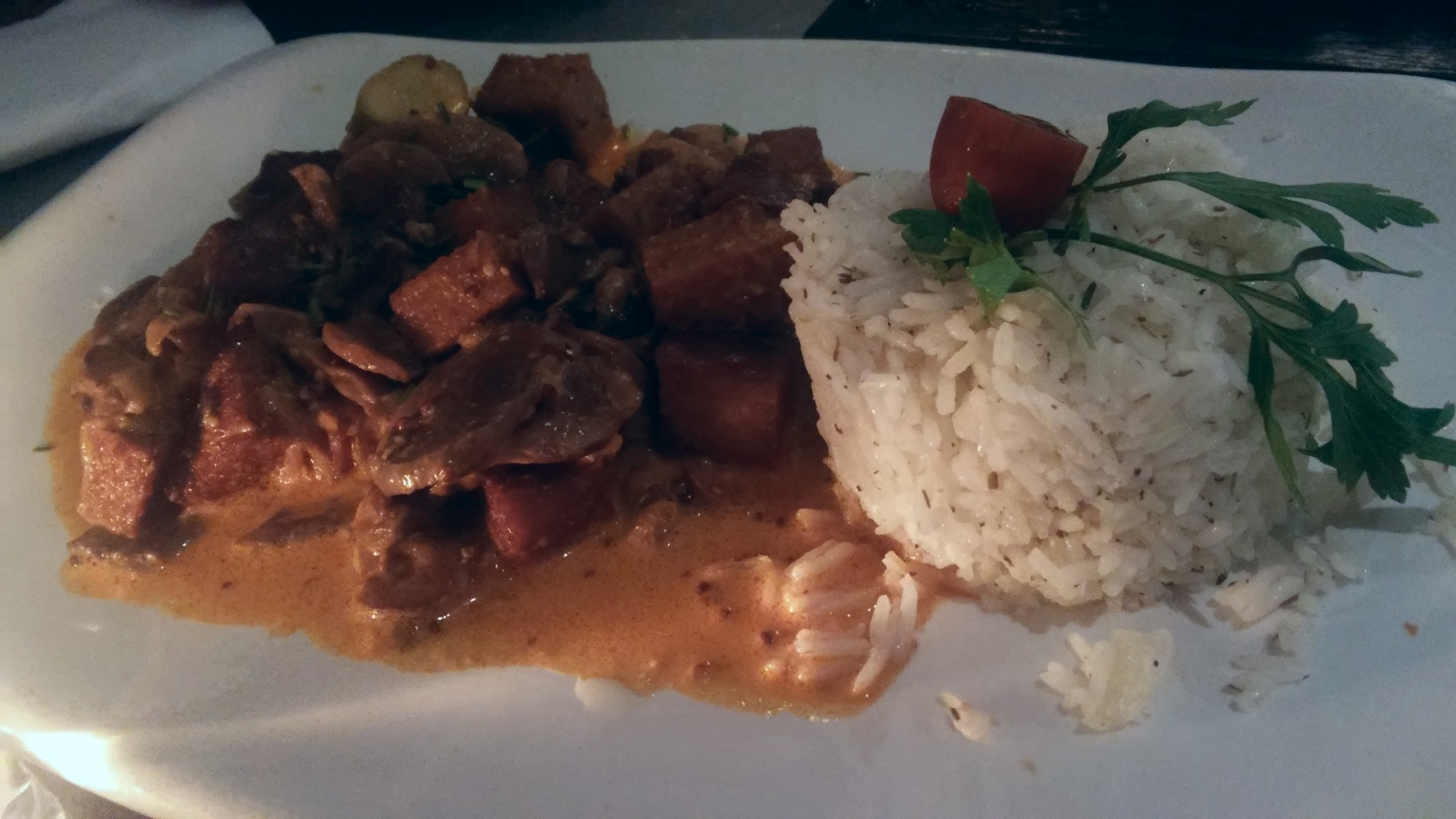 Seitan Vegan Stroganoff - Seitan fillets, onion, mushrooms, gherkins, non-spicy paprika, mustard, coconut cream, basmati rice.