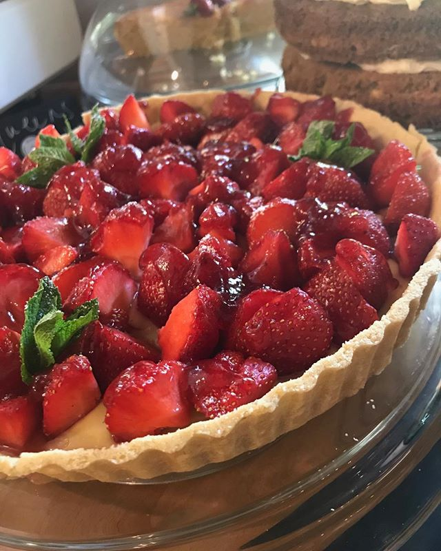 Nothing says summer quite like a big old strawberry tart! 🧡