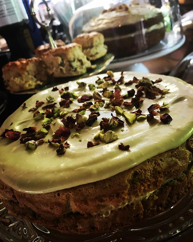 Autumn means Great British Bake Off, which means technical challenges. So here it is, week 2 - Le Gateau Vert! And it's delicious, say the spoon lickers! 🧡