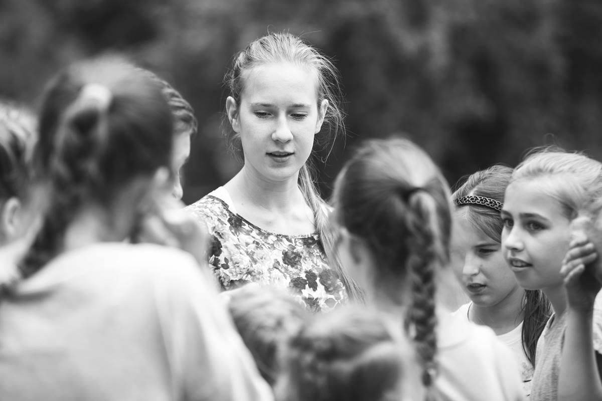 Marta Jakimicha - Z tańcem przygodę zaczęła w roku 2012 .W 2014 roku dołączyła do Pracowni Tańca Współczesnego Pryzmat. Brała udział w różnych spektaklach i projektach. Uczęszczała na liczne warsztaty taneczne z tańca współczesnego m.in. Letnia Szkoła Artystyczna w Koszęcinie, jak również bruk festiwal związany z różnymi stylami ulicznymi. Od niedawna zajmuje się akrobatyką powietrzną aerial hoop, brała udział w festiwau Variete Fundacja Sztukmistrzów w Lublinie.