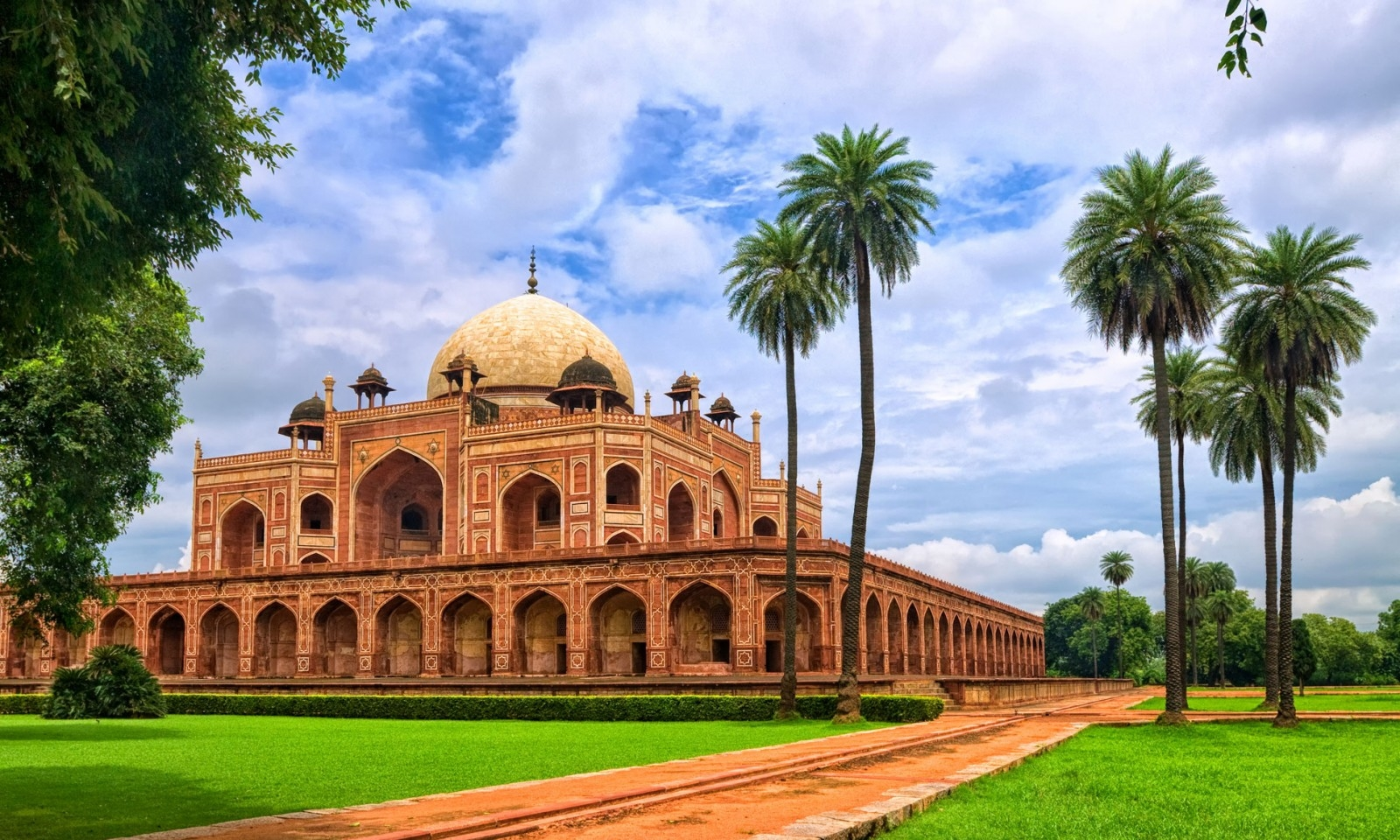 Delhi - Where the old meets the new. Rikshaw rides and the Presidential Palace. Experience the hustle and bustle of the main bazaar in the heart of the city home to 19 million people.